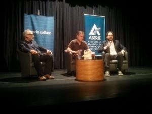 """Paulo Nassar, Luis Antônio Giron e Rodrigo Cogo em bate papo no lançamento do livro """"Storytelling - As Narrativas da Memória na Estratégia da Comunicação"""""""