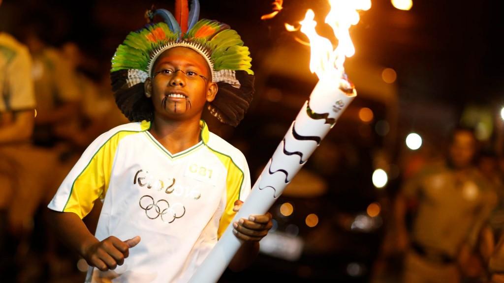 O adolescente Breno dos Santos Ferreira da comunidade Pataxó, em Porto Seguro, representou as crianças e a Unicef