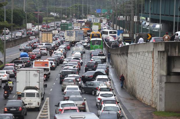 Trânsito nas marginais de São Paulo