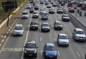 prefeitura-de-sao-paulo-libera-faixas-de-onibus-para-circulacao-de-taxis-foto-oswaldo-corneti-fotos-publicas201409120006-850x586