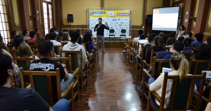 Rodrigo Cogo palestra na 17ª Feira Nacional do Livro de Ribeirão Preto