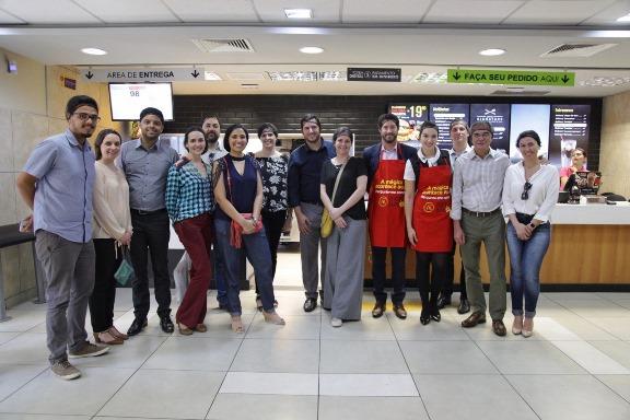 Associados da Aberje participantes do Lidercom em almoço no McDonald's