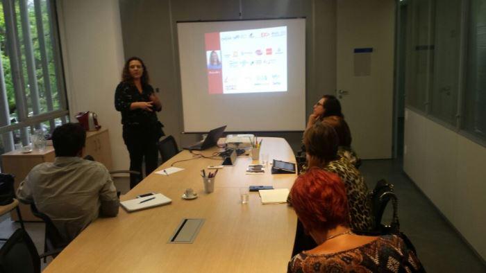 A professora e pesquisadora Patrícia Reis fala no encontro do LiderCom MG