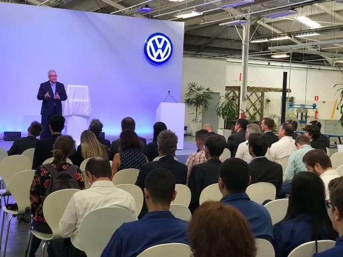 André Senador, diretor de Assuntos Corporativos da Volkswagen, fala com a imprensa