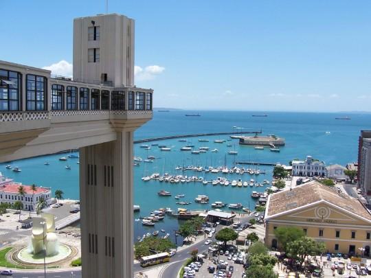 Imagem da cidade de Salvador, com destaque para o Elevador Lacerda