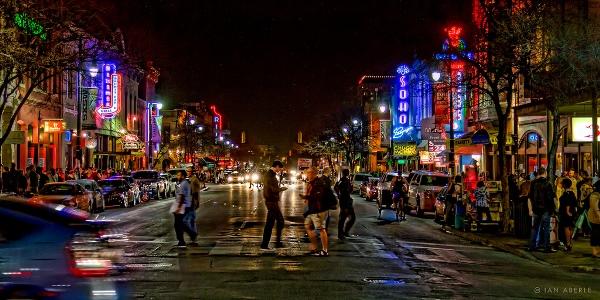 Ruas de Austin, no Texas, durante o SXSW (Imagem: Flickr/Ian Aberle)