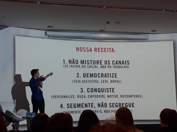 André Franco explica como feita a criação do aplicativo (Imagem: André Netto/Jornalismo Júnior)