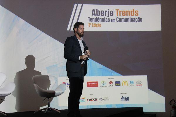 David Grinberg (McDonald's) durante palestra que discutiu diversidade e comunicação (Imagem: Pedro Smith/Jornalismo Júnior)