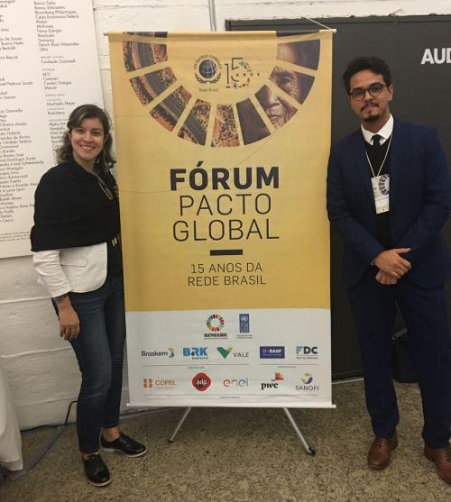 Natalia Tamura e Victor Pereira (Aberje) participam do Fórum Pacto Global, em maio de 2018
