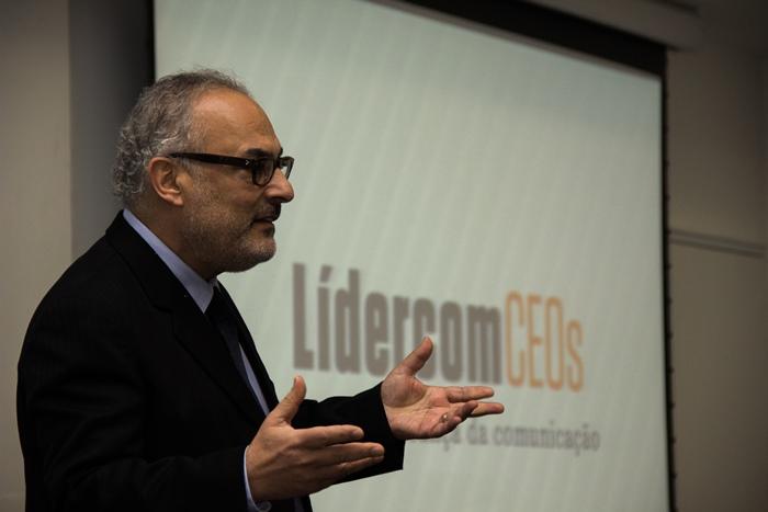 Paulo Nassar, diretor-presidente da Aberje e professor livre-docente da ECA-USP, faz a abertura do encontro. (Imagem: Evandro Moraes)