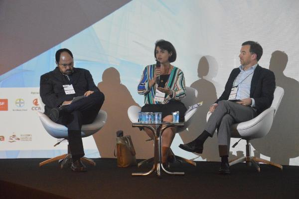 Wagner Pralon Mancuso, Andréa Gozetto e Joel Velasco (Imagem: Beatriz Garcia/Jornalismo Júnior)
